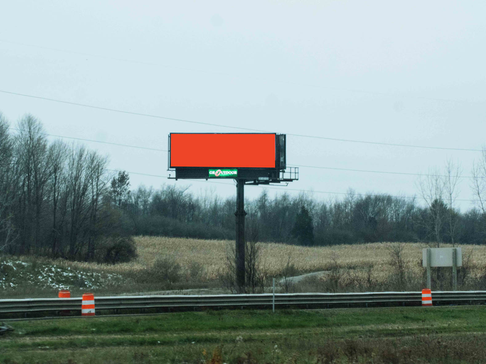 Billboard 335 East (10 x 30) - Geopath: 30655447